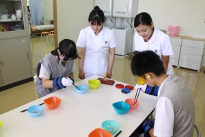 2018.08.25第3回学校見学会 高齢者体験(120)